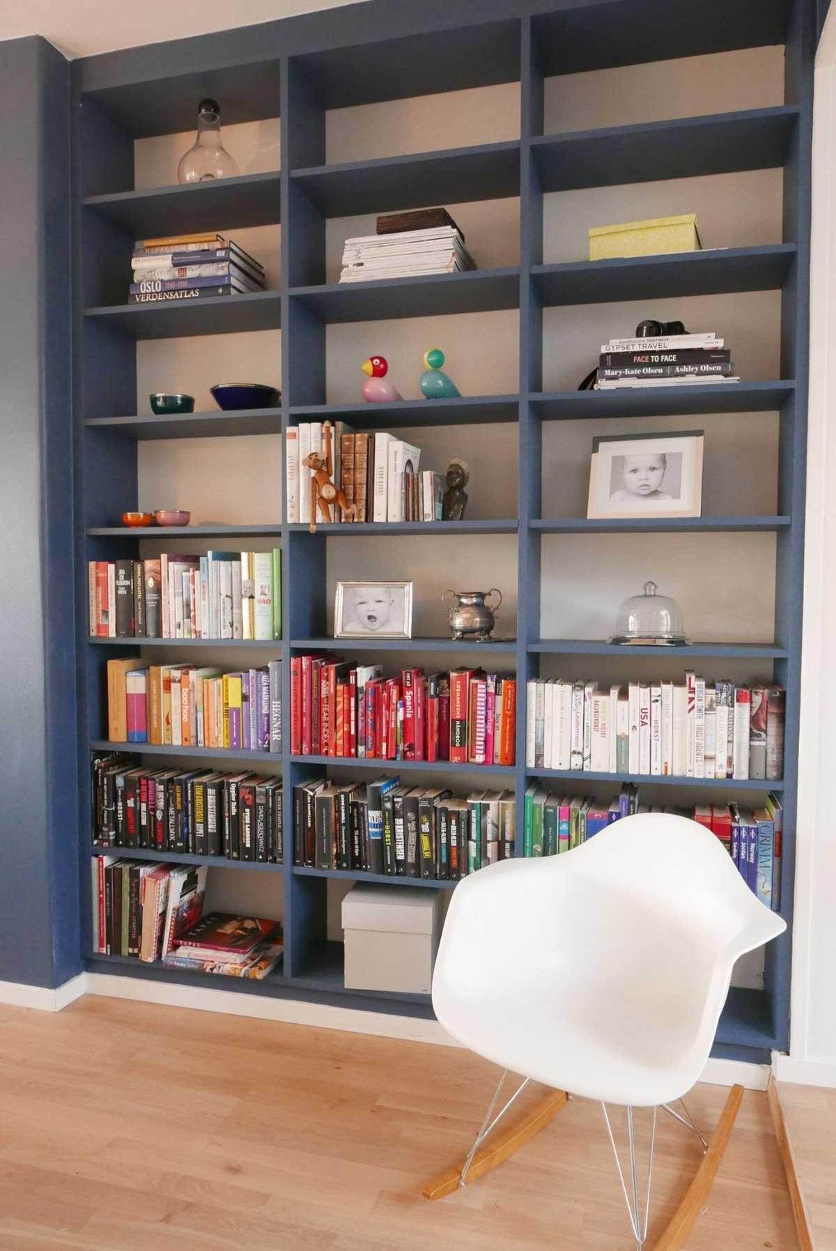 Happy homes- Mal bokhyllene i samme farge som veggen