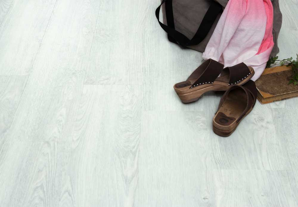 Gulv med kork bakside-maxwear-slitesterk og lyddempende- Happy Homes